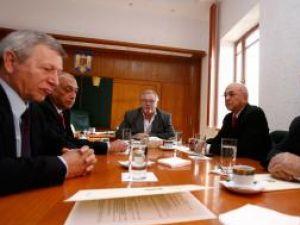 Ministrul Educaţiei, Anton Anton , la discuţiile cu liderii sindicali din învăţământ. Foto: BOGDAN STAMATIN / MEDIAFAX FOTO