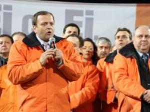 Gheorghe Flutur, vineri seară, pe stadionul Ceahlăul, din Piatra Neamţ, la  lansarea candidaţilor PD-L pentru alegerile parlamentare