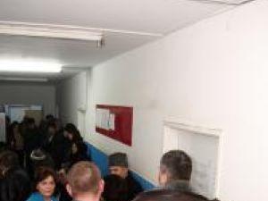 Peste 300 de suceveni s-au vaccinat, ieri, împotriva virusului gripei noi AH1N1, la Centrul de vaccinare deschis în Spitalul Judeţean