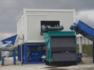 Staţia modernă de sortare a deşeurilor în care s-au investit 960.000 de euro stă şi rugineşte în Rădăuţi fără ca nimeni să o poată folosi