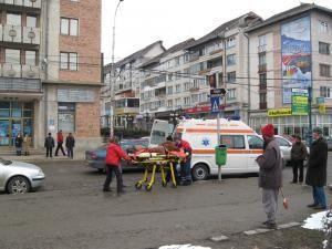 Martorii oculari acuză că ambulanţa a sosit după 20 de minute de la efectuarea primului apel la 112