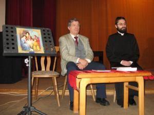 Prof. univ. dr. Mihai Lazăr şi autorul monografiei, pr. Justinian-Remus A. Cojocar