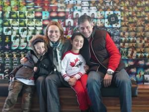 Andreea Esca, împreună cu soţul şi copiii, respectă tradiţiile româneşti