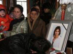 Sorina Florinela Ferari a fost condusă, ieri, pe ultimul drum, de familie, prieteni şi apropiaţi