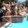 Socializarea pe Facebook: Câţi studenţi au răspuns unei invitaţii pentru o petrecere la piscină