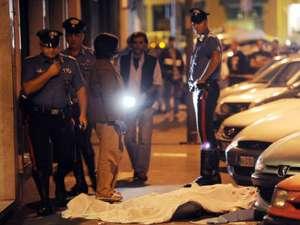 Un român a fost înjunghiat de zece ori cu o sabie şi i-a fost retezată o mână. Zeci de persoane au asistat Foto: www.ansa.it