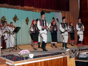 """Ansamblul """"Poieniţa"""", în spectacol la Voloca"""