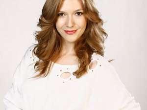 Adela Popescu cântă alături de DJ Project