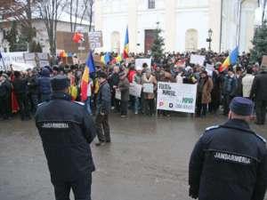 Aproximativ o mie de oameni, la mitingul organizat de PSD în faţa Prefecturii