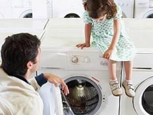 Spălarea la temperaturi joase, de 30 de grade, oferă condiţii optime pentru ca microbii să se dezvolte