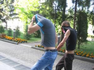Cei doi suspecţi, Gabriel Repede şi Constantin Cucu, aduşi la audieri la sediul Parchetelor