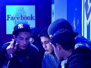 """Peste o treime dintre utilizatorii de Facebook au """"prieteni falşi"""" pe reţeaua de socializare"""