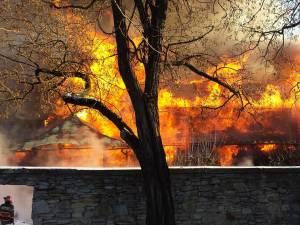 Incendiu violent la Arhiepiscopia Sucevei şi Rădăuţilor