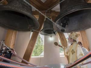 Sfinţirea clopotelor de la Putna de ÎPS Pimen