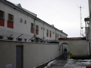 Tânărul era încarcerat la Penitenciarul Botoşani, unde avea de executat o pedeapsă de şapte ani