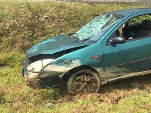 Maşina le-a lovit violent pe cele două, după care a ieşit în decor prin stânga