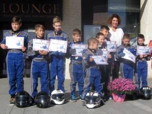 Expoziţii ale elevilor de la Palatul Copiilor şi demonstraţie de karting, în centrul Sucevei