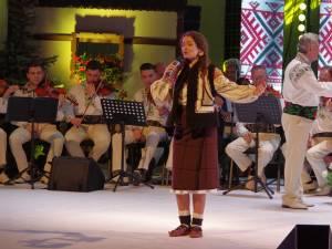"""Spectacol folcloric grandios la lansarea albumului """"Pe Obcini în Bucovina"""", realizat de Angelica Flutur"""
