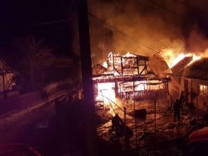 Incendiu puternic la un atelier de tâmplărie din Bosanci