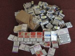 Ţigări de contrabandă de peste 6.000 de lei, confiscate din piaţa agroalimentară din Straja