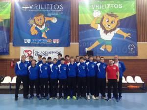 Antrenorul sucevean Răzvan Bernicu, alături de jucătorii şi restul staff-ului lotului naţional