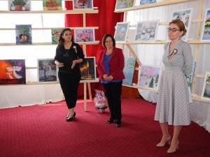"""Manifestarea de sâmbătă a inclus şi vernisajul expoziţiei de pictură """"Şi natura are suflet"""", realizată cu lucrările farmacistei Mariea Lungu"""
