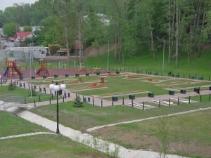 Sisteme de tiroliană și escaladă pentru copii și separat pentru adulți, precum și o pistă de bowling urmează să fie amenajate în zona de agrement a Sucevei