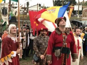 Cei peste 400 de participanți la Festivalul Medieval din Suceava i-au prezentat onorul domnitorului Ștefan cel Mare