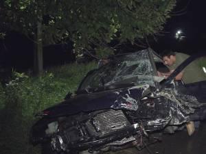 Maşina condusă de tânărul băut, care a fugit de poliţişti