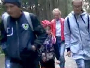 Elevii fac naveta pe jos din luna martie, după ce șoferul microbuzului a fost concediat