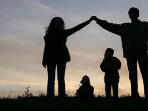Este necesar ca soţii să fie mai legaţi unul de celălalt, decât de părinţi
