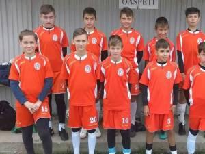Micii fotbalişti de la Juniorul Suceava au învins la Rădăuţi şi se menţin în plasa liderului