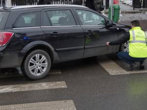 Bătrân accidentat de o şoferiţă pe o trecere de pietoni de pe str. Mihai Viteazul din Suceava