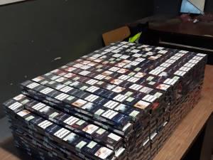 Ţigări de contrabandă şi un autoturism, confiscate la Rădăuţi