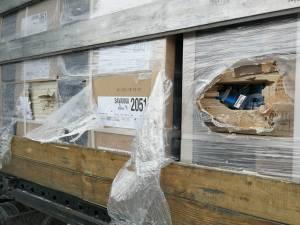 Două tiruri în care erau ascunse mii de baxuri de pachete de țigări, oprite în Vama Siret