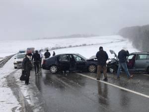 O persoană a rămas încarcerată şi alte cinci au fost rănite, în urma ciocnirii a două autoturisme la Ilişeşti
