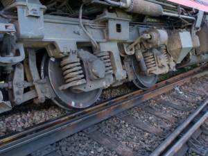 Trenul care circula pe ruta Suceava – Cacica a deraiat din cauza aluviunilor depuse pe calea ferată
