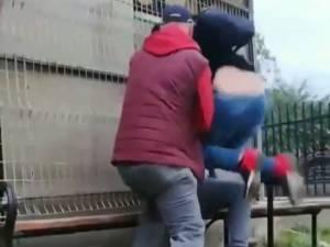 Tatăl şi fiul, în timpul agresiunii