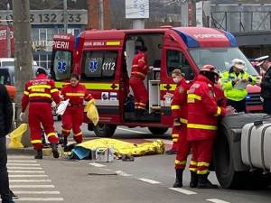 Bătrână accidentată mortal de un tir, pe trecerea de pietoni din fața Shopping City