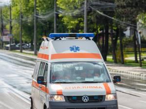 O adolescentă a fost rănită după un accident între o bicicletă și un moped