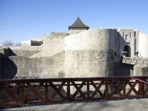 Doar trei vizitatori la Cetate și Muzeul Satului Bucovinean în prima jumătate de zi de funcționare