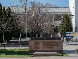 Universitatea din Suceava îi sprijină pe viitorii boboci cu tablete și laptopuri în valoare de peste 600.000 de euro