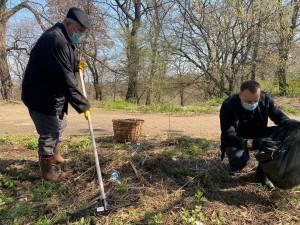 Mobilizare de forțe pentru curățarea parcului Șipote și a pădurii Zamca de către Primăria Suceava