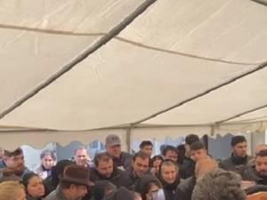 Intervenția poliției la o înmormântare aglomerată s-a lăsat cu amenzi de 9.000 de lei