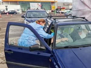 123 de oameni s-au vaccinat anti-Covid în mașină, în prima zi a centrului drive-thru de la Shopping City