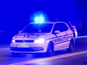 Un tânăr care a vandalizat un Audi și un BMW, reținut de polițiști