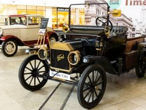 Călătorie în timp pe patru roți - mașinile care au scris istorie, expuse la Iulius Mall Suceava