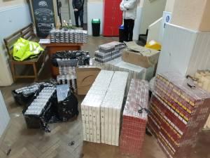 Mașină cu peste 1.500 de pachete de țigări de contrabandă, oprită în trafic