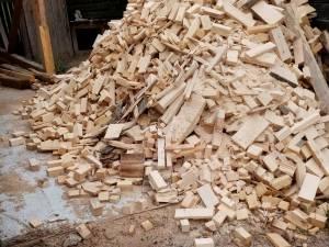 Firmă amendată pentru proasta gestionare a deșeurilor din lemn
