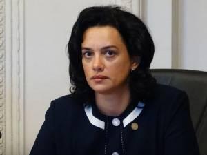 Angelica Fădor: Chiar dacă alianța toxică USR-AUR-PSD aruncă România în aer, Guvernul PNL continuă să guverneze țara în interesul românilor